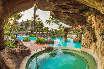 adult-hot-tub-disney-aulani-M